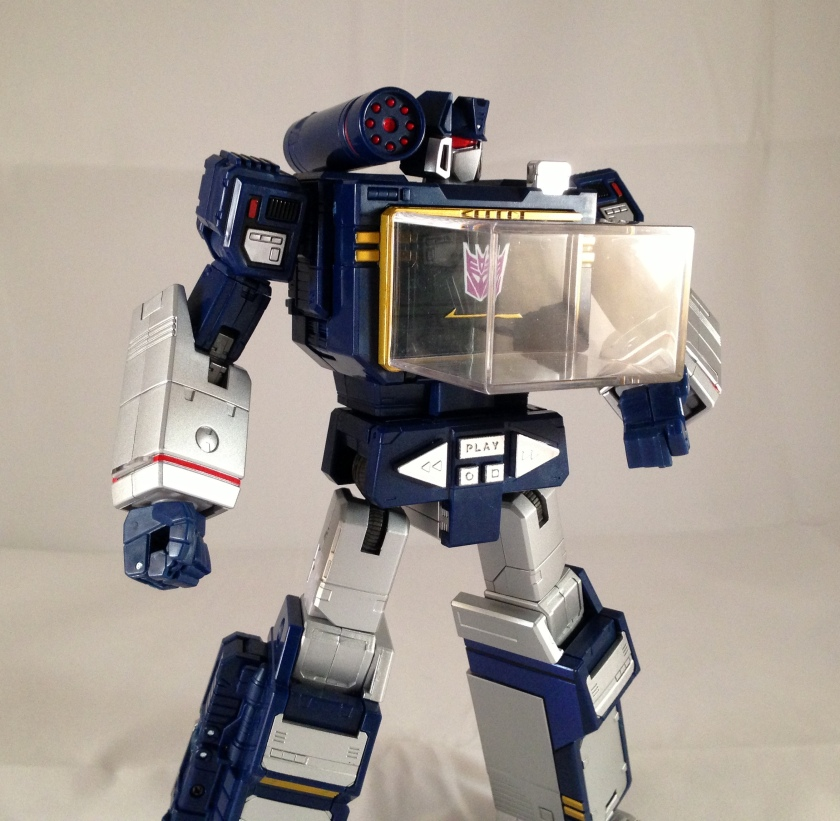 accessories energon cube attached