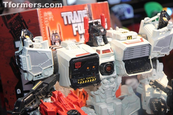 Toy%20Fair%202013%20-%20First%20Look%20at%20MetroPlex%20Transformers%20Masterpiece%20Titan%20Class%20Action%20Figure%20%205%20(2)__scaled_600